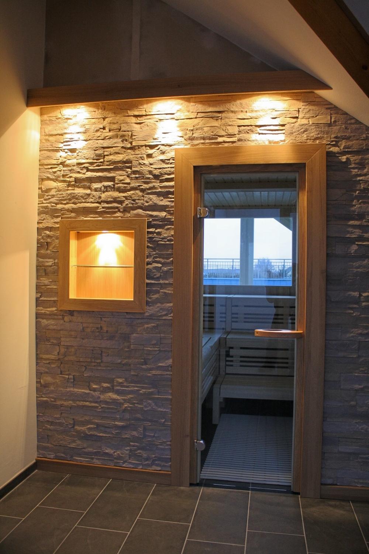 Sauna mit Steinfront Kopie